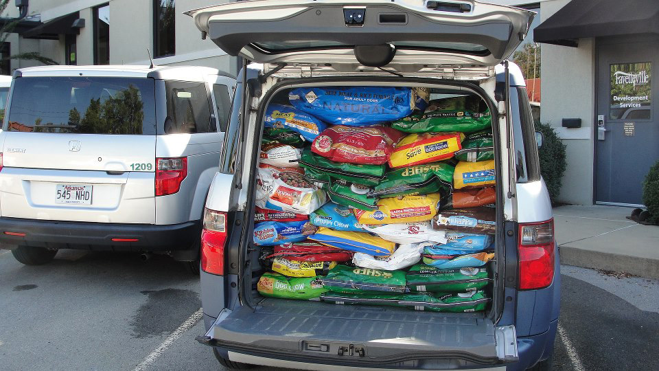 Ranger S Pantry Hosts Pounds For Paws Pet Food Drive