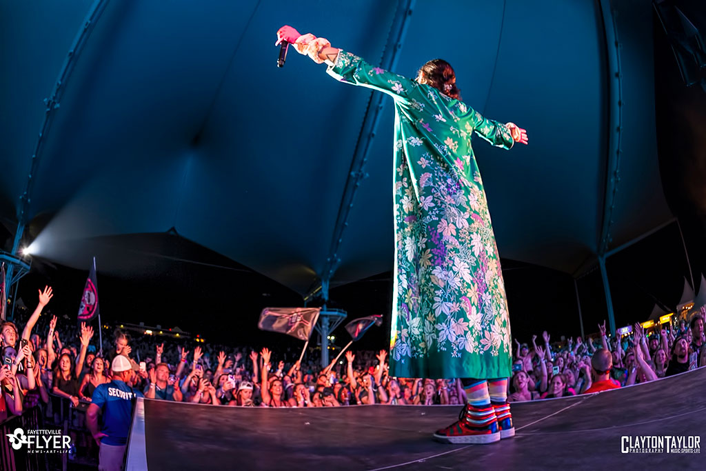 Thirty Seconds To Mars Uses Energetic Crowd To Fuel Their Carnival